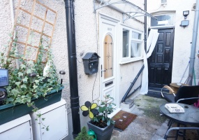Bridge Road,Grays,Essex,United Kingdom,1 BathroomBathrooms,Flat,Bridge Road,1043